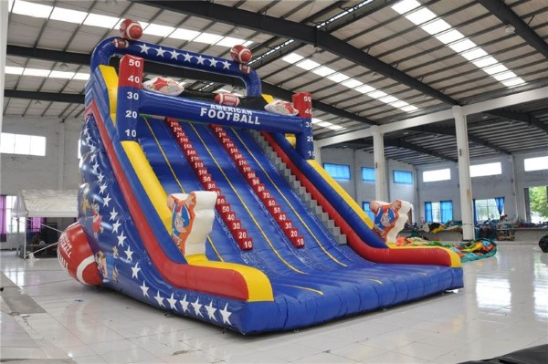 American Football, Platzbedarf 6,5x9x9 Meter