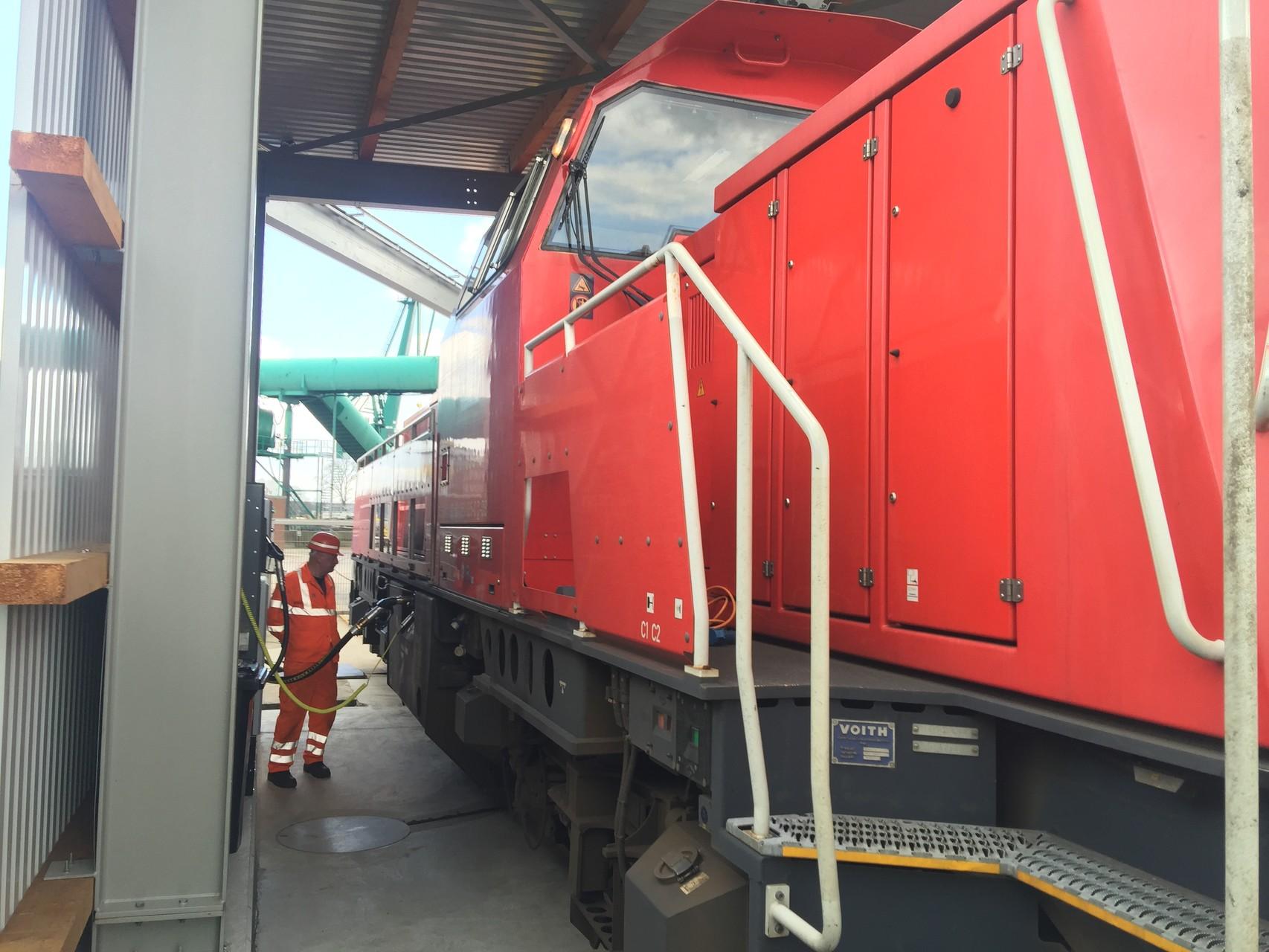 Lok-tankstelle im Hafen Hamburg