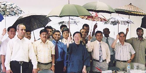 日傘は日本の誇る文化、「日傘男子」を世界に発信