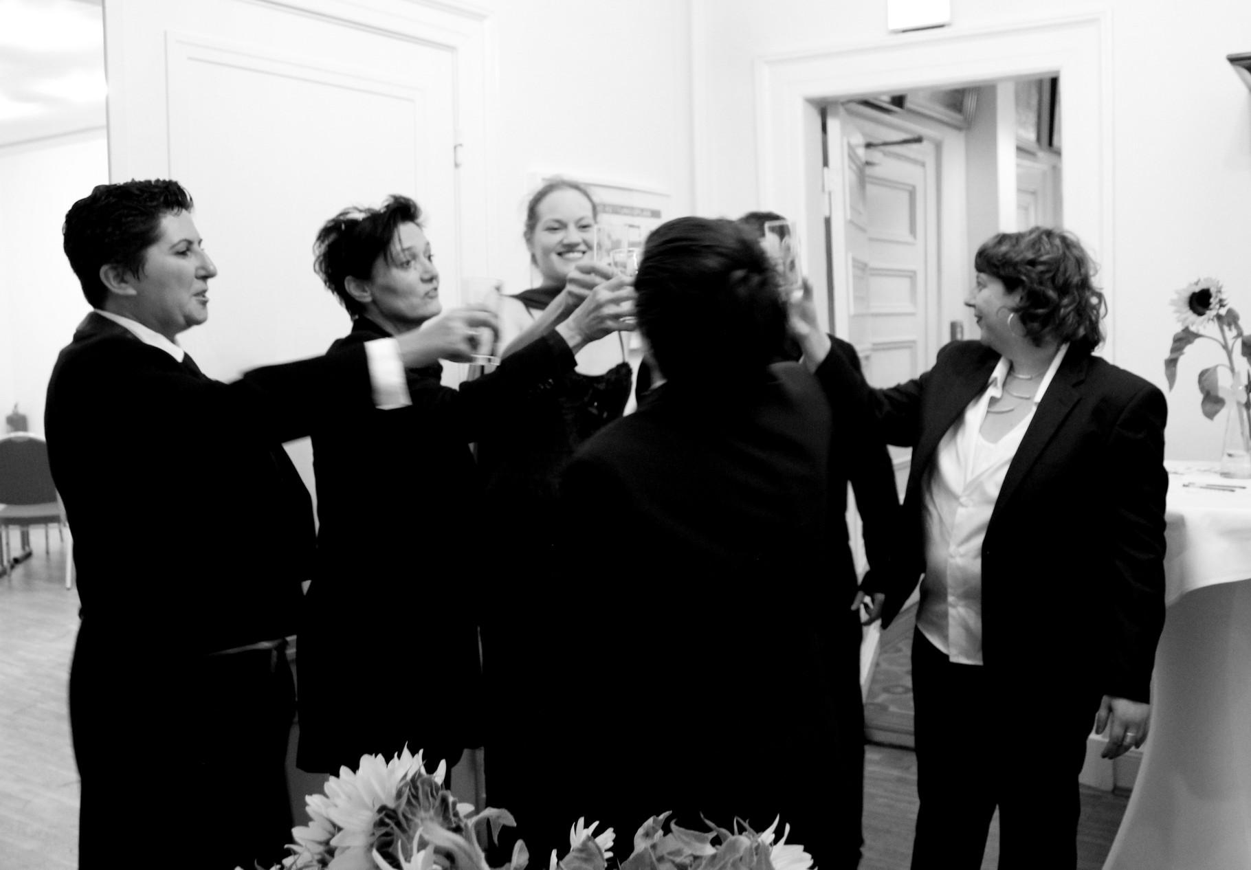 Anstoßen auf einen tollen gemeinsamen Ballabend (Pic by Iska K.)