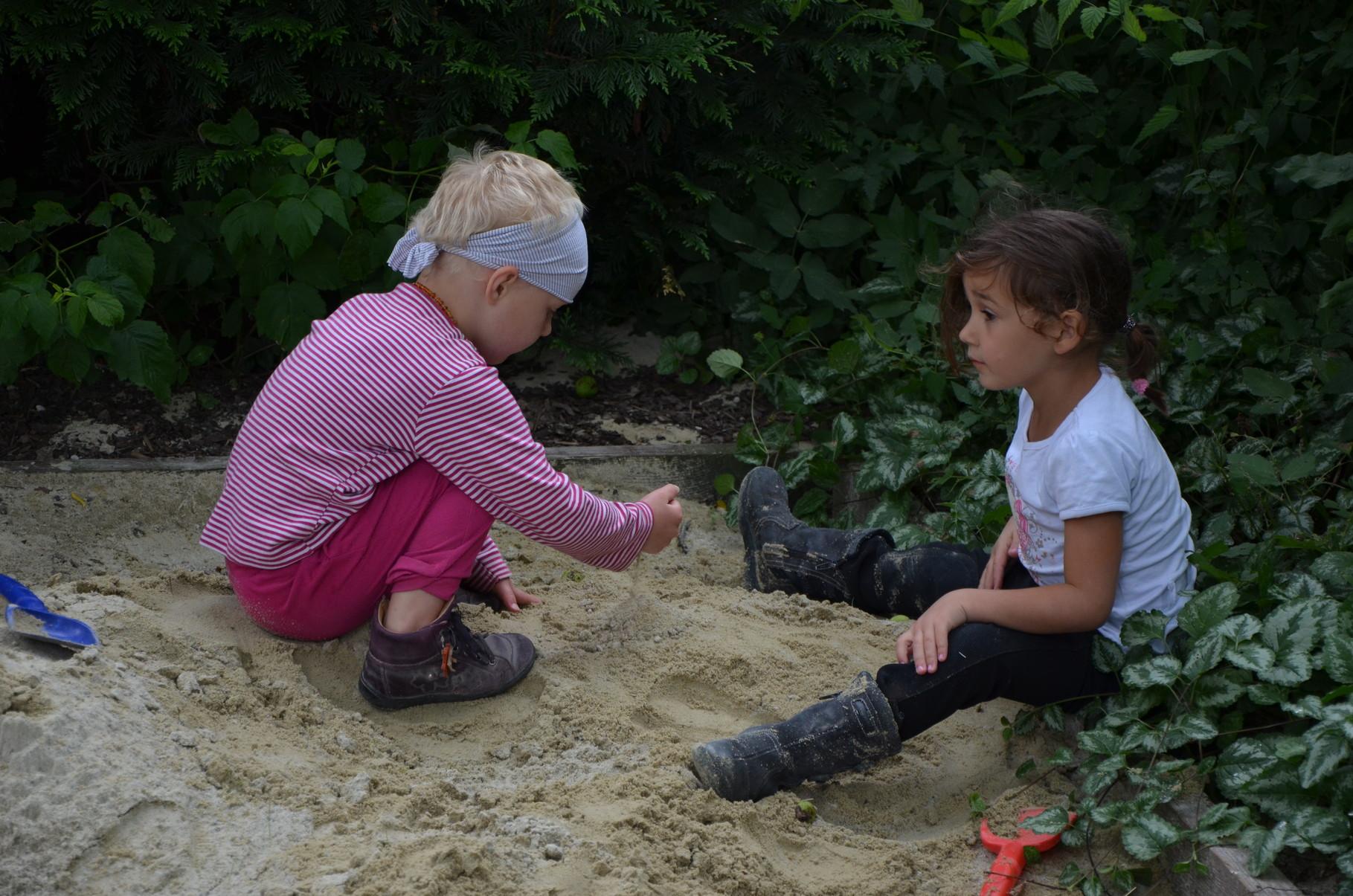 Spiele in der Sandkiste