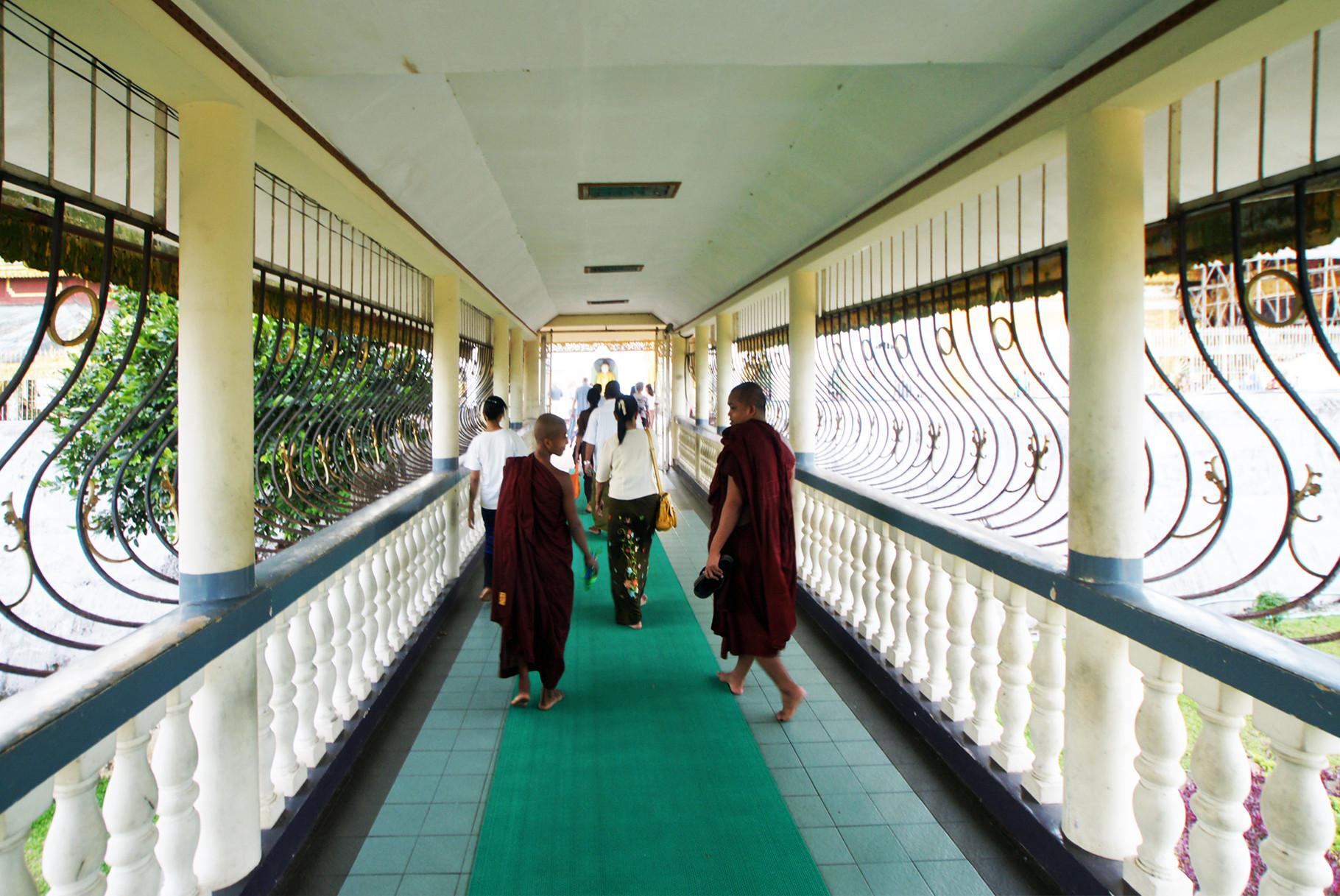 Auf dem Weg zur Shwedagon-Pagode