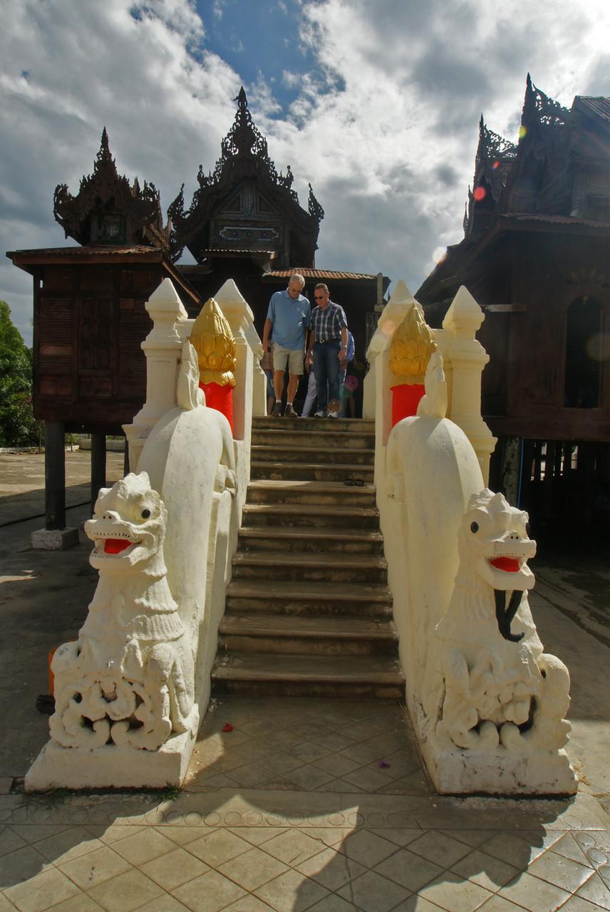 Aufgang zum Shwe Yan Pyay - Kloster