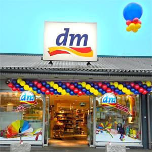 Girlande Luftballon Ballon Ballongirlande Dekoration Neueröffnung Wiedereröffnung Jubiläum Lieferservice dm Drogerie Filiale Würzburg