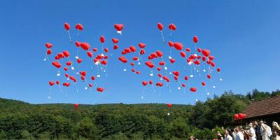 Ballon Luftballon Ballonweitflug Weitflug Herzen Hochzeit Geburtstag Geburtstagskind Karte Massenstart Heliumherzen rot rosa weiß
