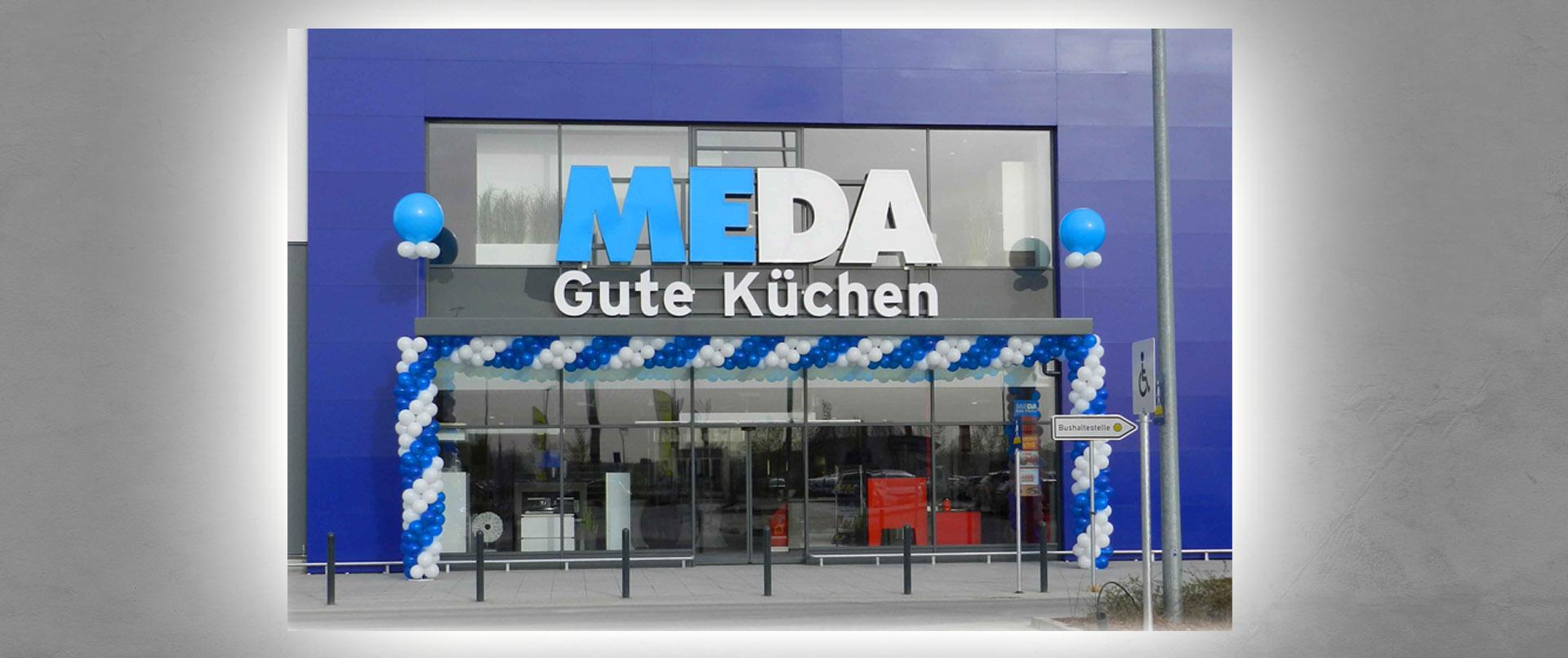 Luftballon-Dekoration Neueröffnung MEDA Küchenstudio Würzburg