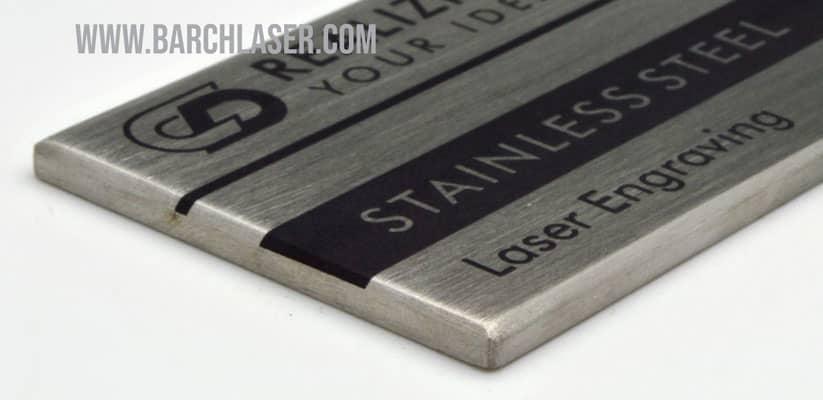 grabado laser en acero inoxidable con color negro