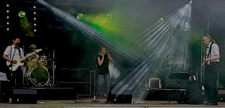 Band Projekt D - Foto live on Stage in Hameln beim Weinfest - Schlager Musik