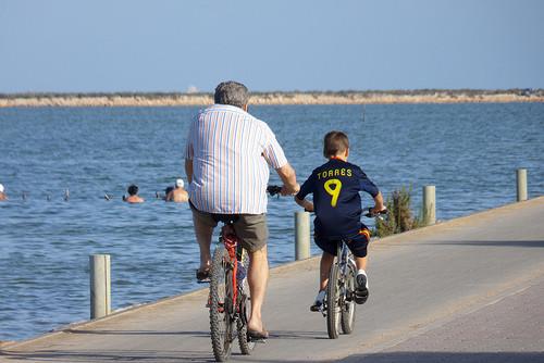 "<a href=""https://www.flickr.com/photos/tinnyaw/6091363940"" title=""Las bicicletas son para el verano (2) by Tinnyaw, on Flickr""><img src=""https://farm7.staticflickr.com/6191/6091363940_5279fc4bfc.jpg"" width=""500"" height=""334"" alt=""Las bicicletas son para e"