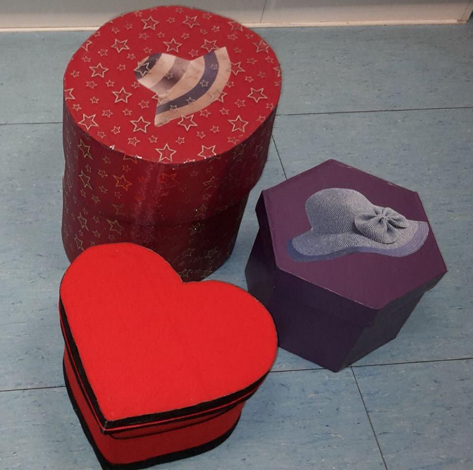 boites fabriquées enc artons recyclé et décorées