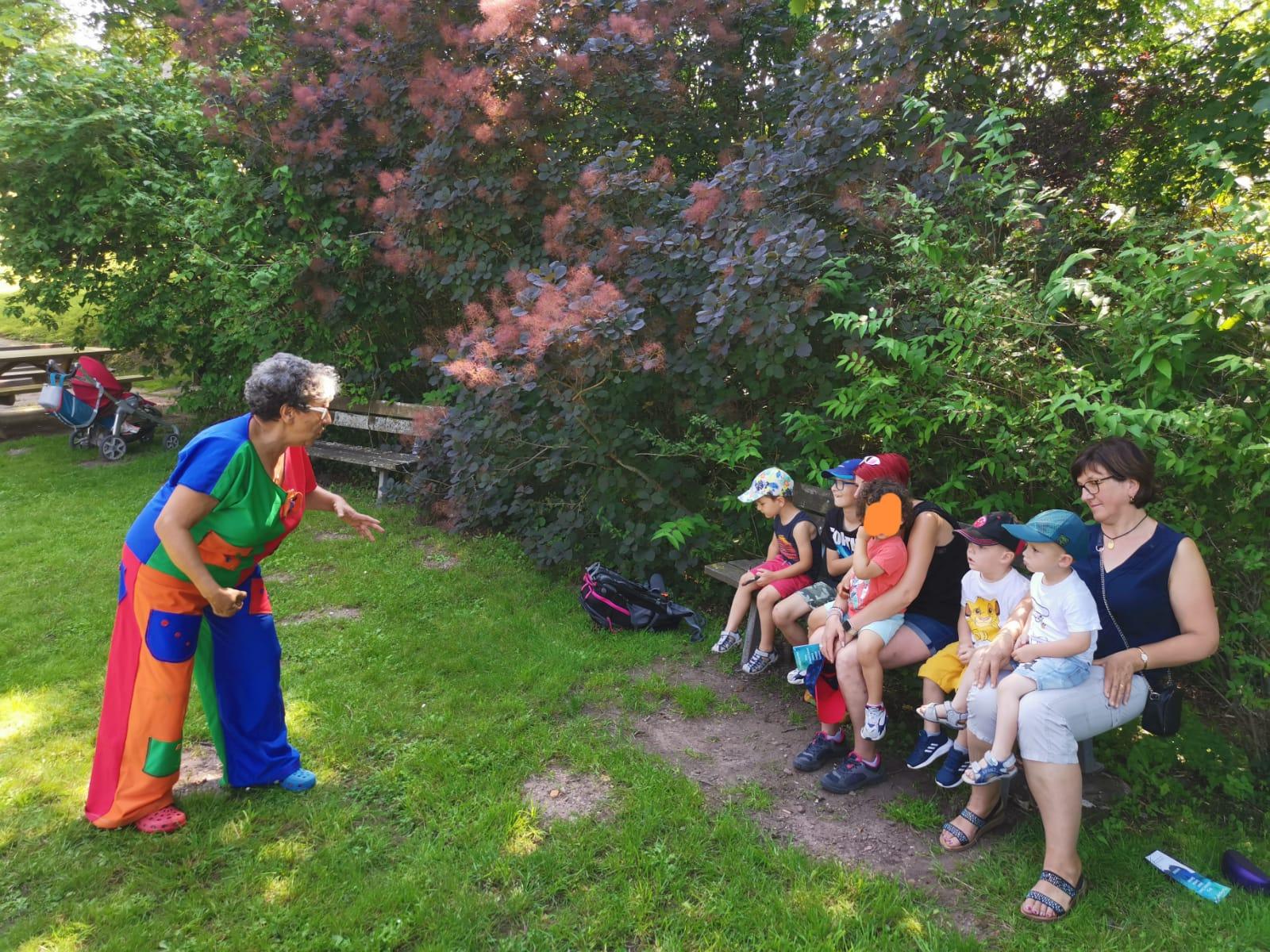 Contes pour enfants  Groupe RAM bruyères  au parc du château Epinal juillet 2021