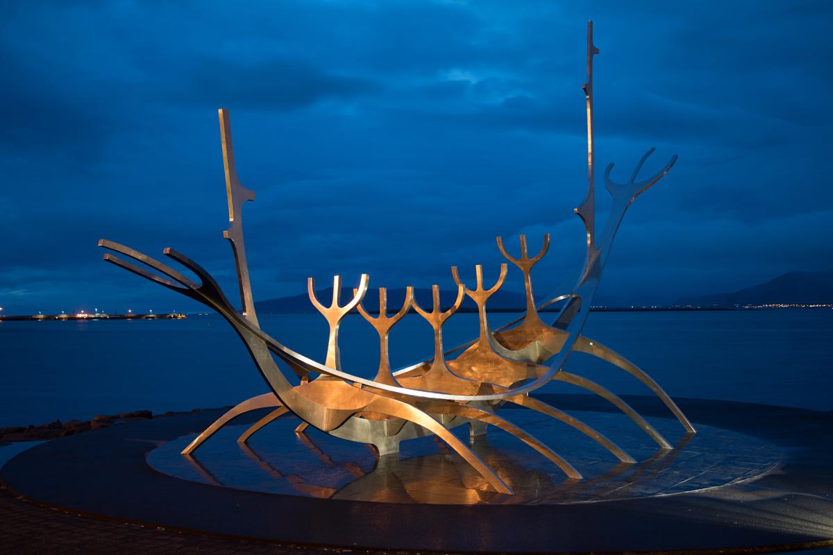 "Reykjavik - Skulptur ""Sonnenfahrt"""