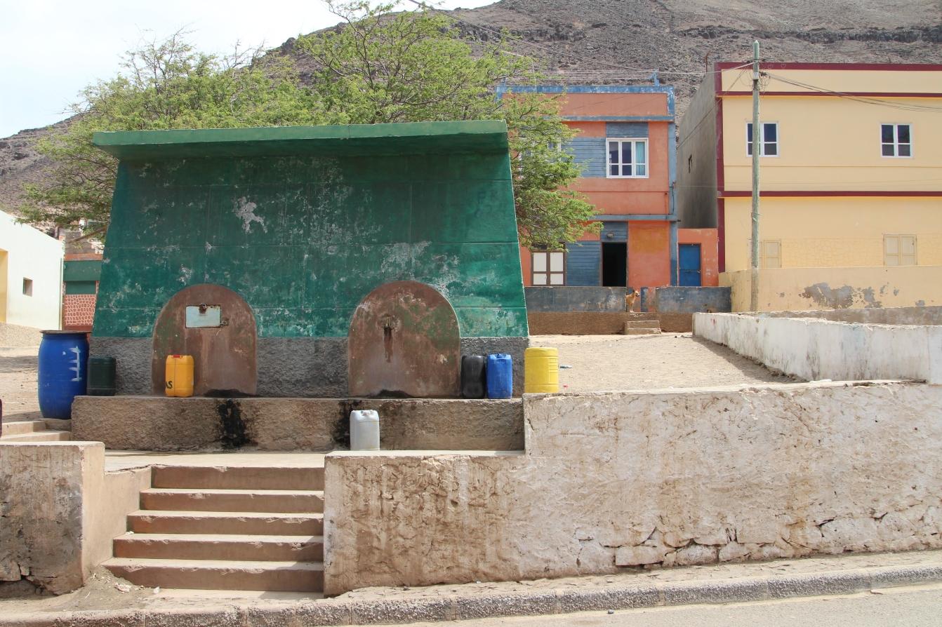 Sao Vicente - Trinkwasser muss in Salamansa vom Brunnen geholt werden