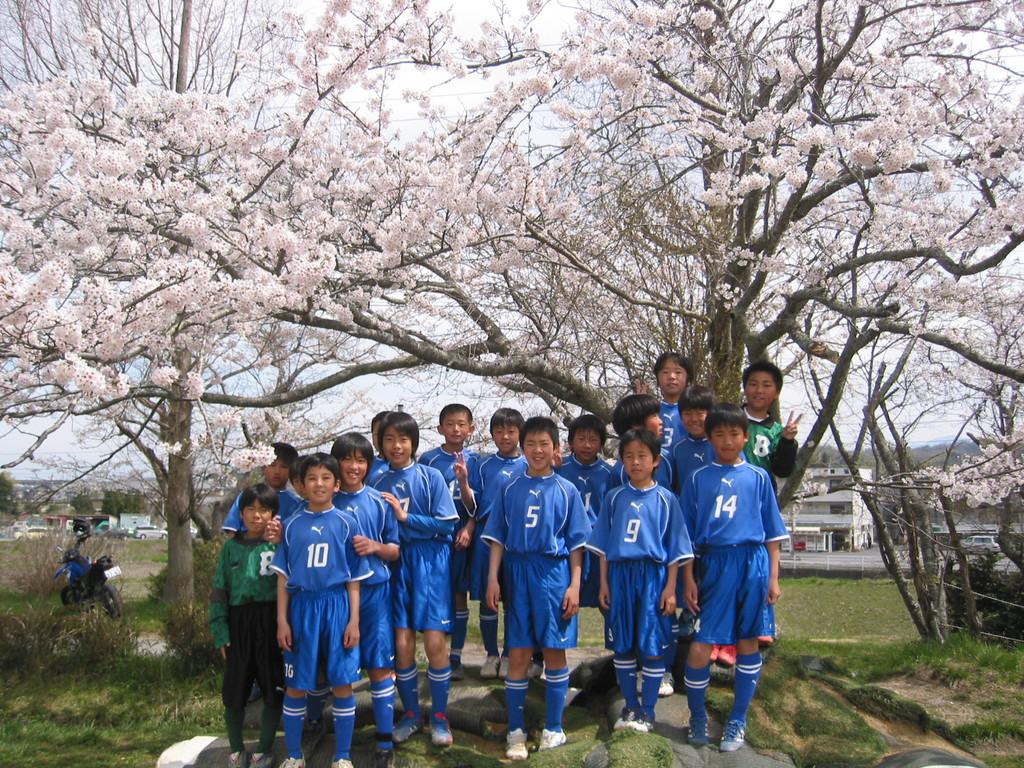 桜は満開、笑顔も満開。