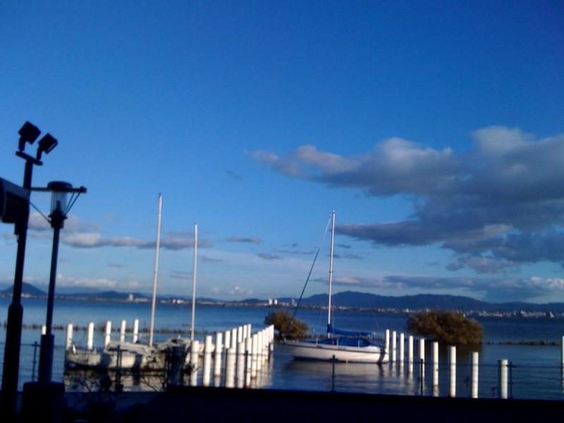 琵琶湖です。(田村コーチ携帯画)