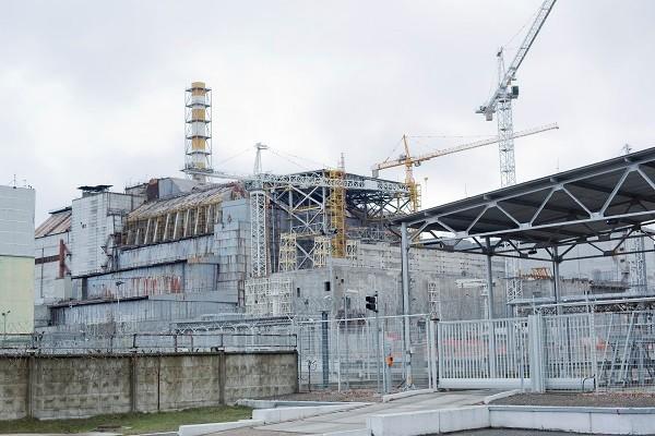 石棺に覆われチェルノブイリ原発4号炉
