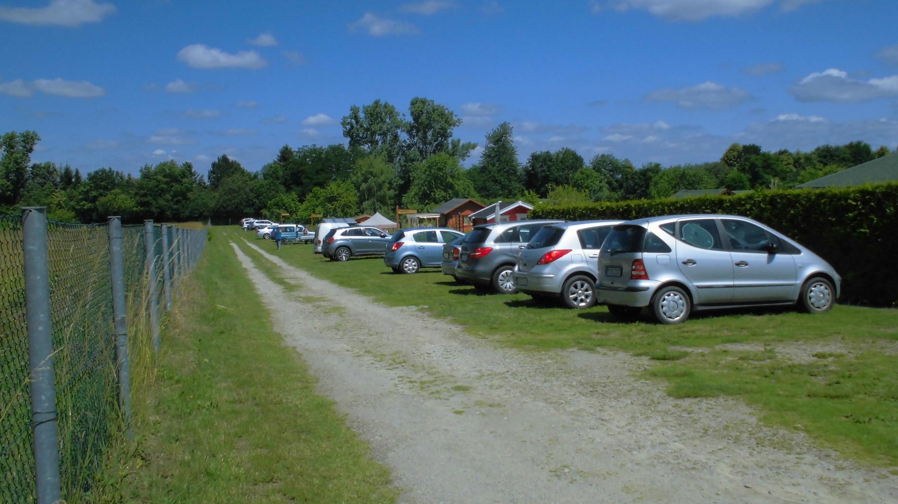 hier parken unsere Autos