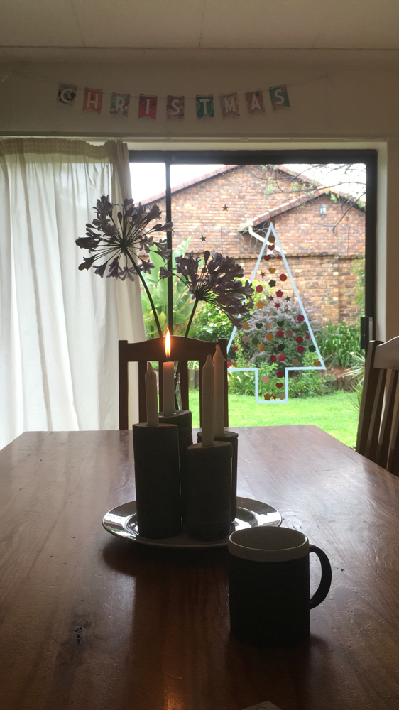 Mein Adventskranz aus Beton. Und Sommerblumen.