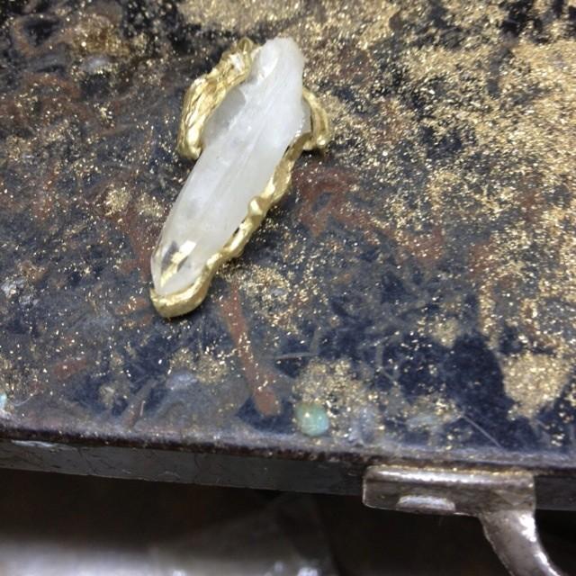 山梨県産水晶ペンダント加工風景