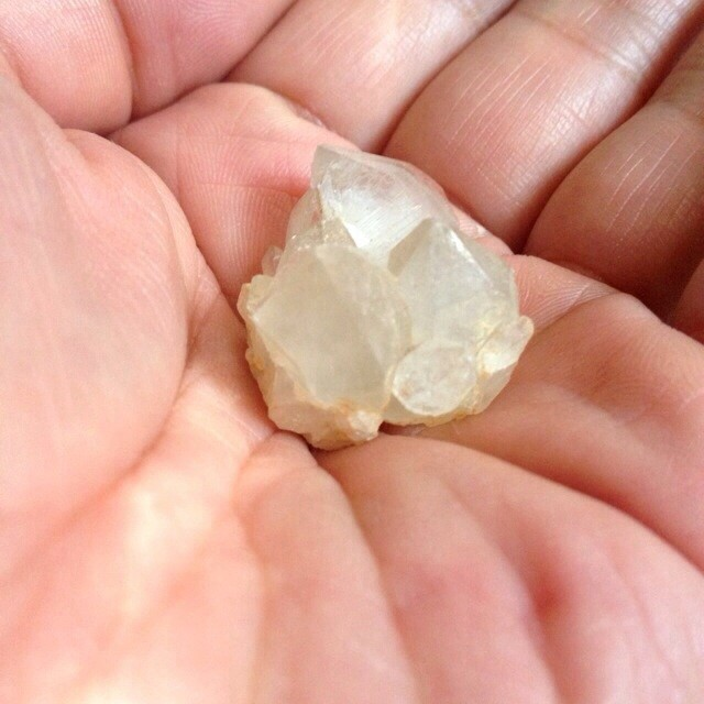 山梨県産水晶原石クラスター
