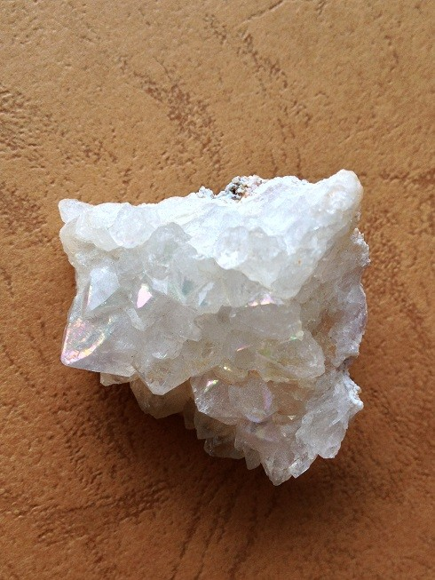 天然レインボー水晶クラスター