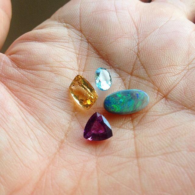 誕生石と星座石