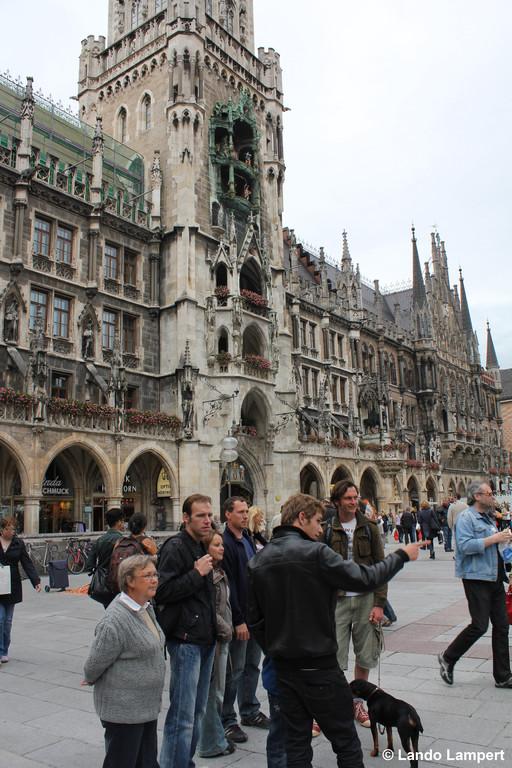 Vor dem Münchener Rathaus