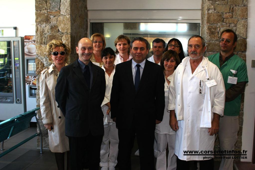 Le ministre de la Santé en compagnie de toute l'équipe du centre hospitalier de Calvi