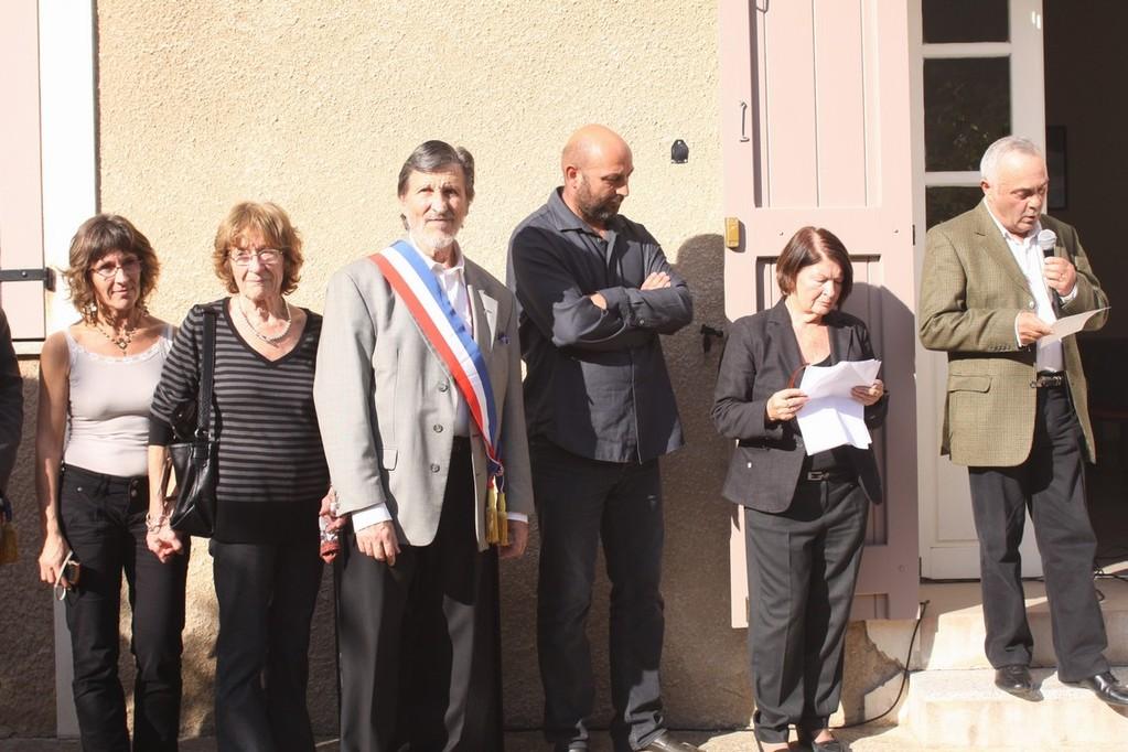 Entouré de sa famille, Pierre Oberti a reçu le soutien des élus et de la population