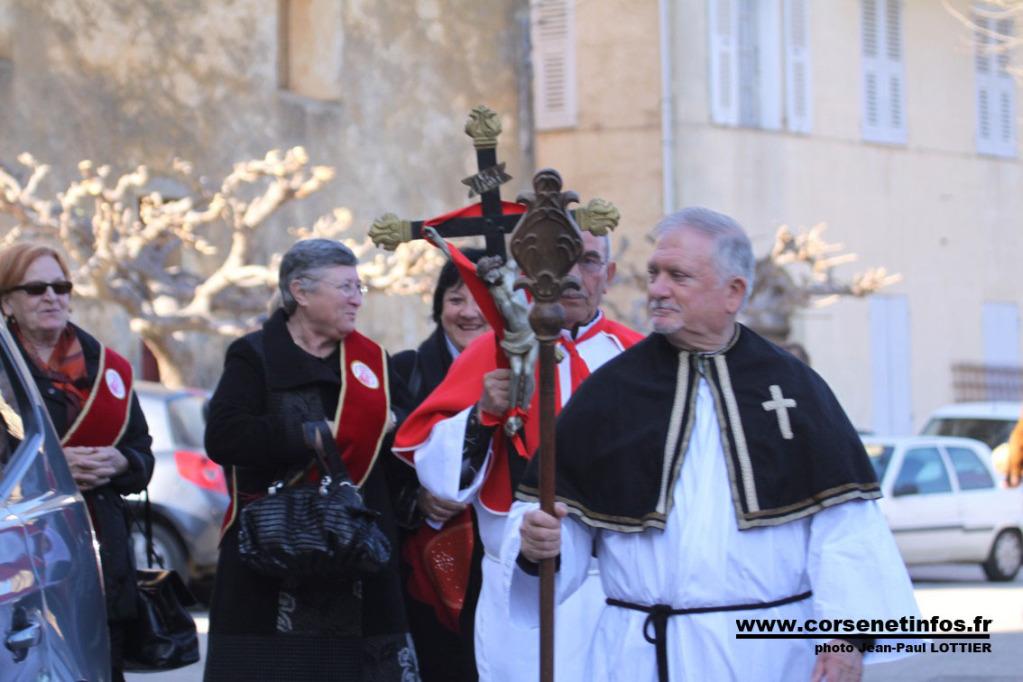 Derrière le Saint, les membres féminines de la confrérie Sainte Devote de Lucciana