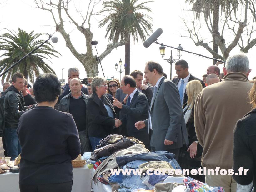 Et foule place Saint-Nicolas pour saluer le candidat socialiste