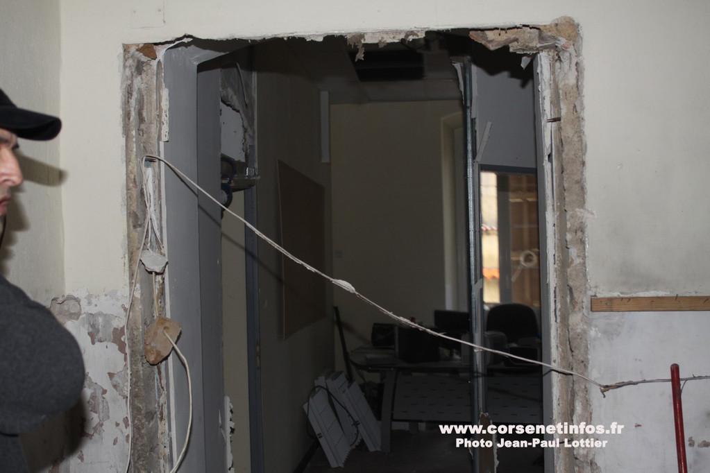 La porte des bureaux soufflée