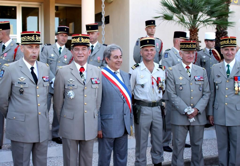 Ange SAntini entouré des généraux et du chef de corp