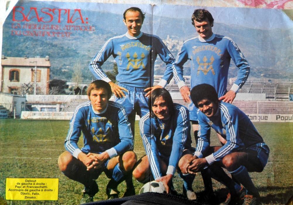 La meilleure attaque du championnat de première division : Dzajic, Felix et Zimako (accroupis) Papi et Franceschetti