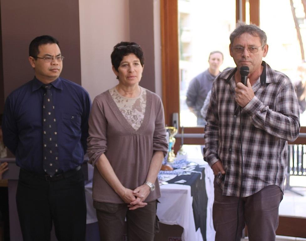 Le juge arbitre du tournoi (à gauche), la directrice adjointe du VV w La Balagne et le président du club d'échecs de Calv
