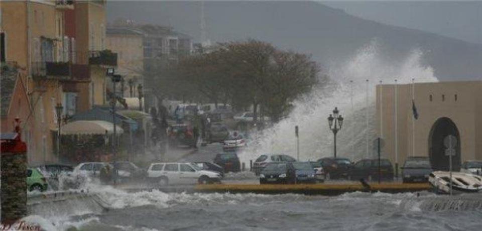 Les éléments déchaînés sur le Vieux-Port de Bastia