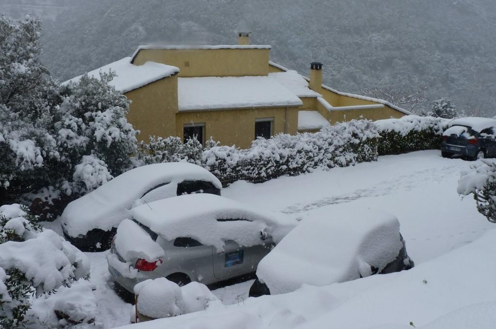 Sur le parking de Corse Net Infos