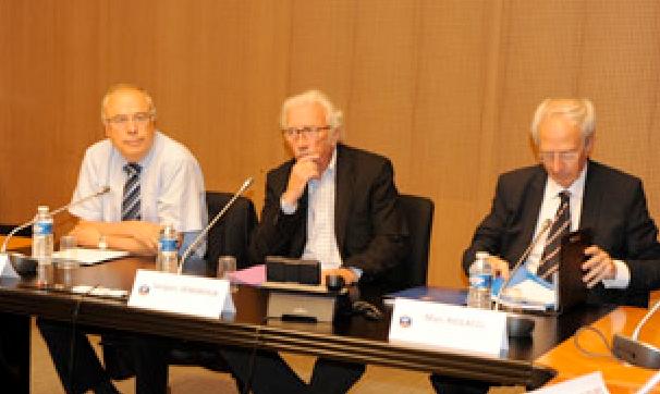 La réunion était présidée par Jacques Vendroux (au centre) (FFF)