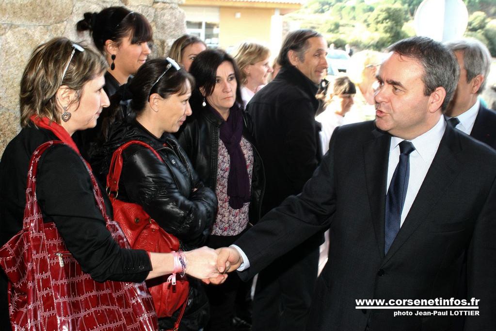 Le ministre salue le personnel