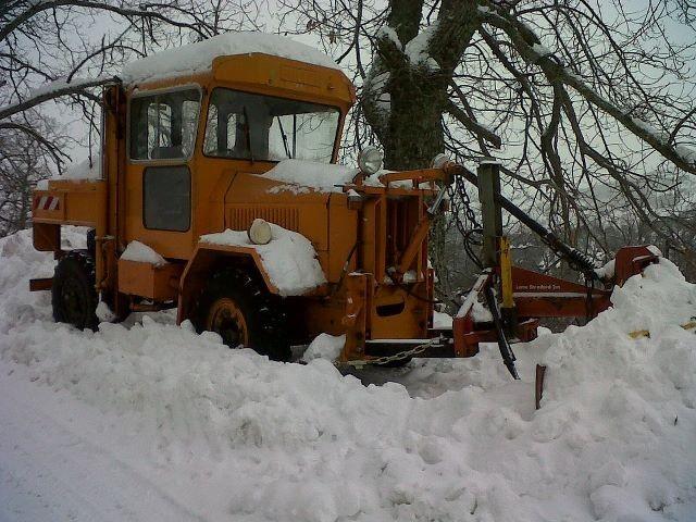 Le chasse-neige de Rennu bloqué par la neige (Pascal Bascle)