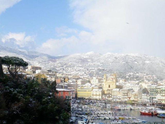 Bastia se réchauffe au soleil (Anaïs Gaggeri)