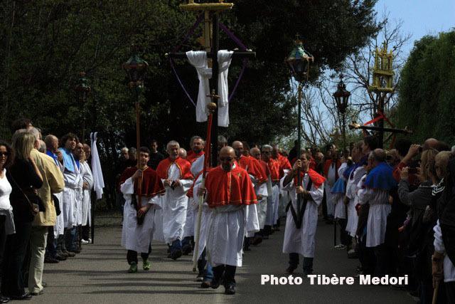 "Les processions à l'heure de "" A Parata"""