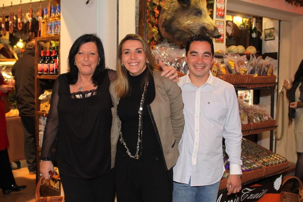 Annie, sa fille Valérie et son gendre Mathieu