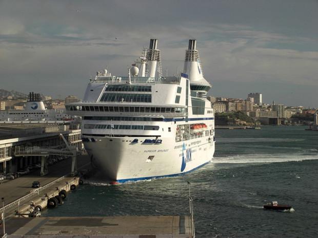 Le Napoléon-Bonaparte avait déjà heurté le quai dans le port de Marseille en 2008. (Photo DR)