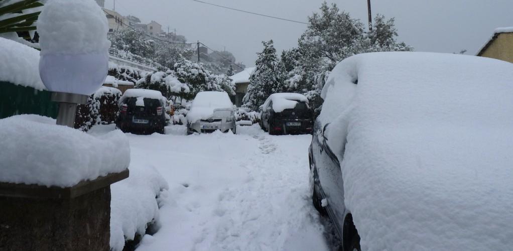 Au moins vingt centimètres de neige
