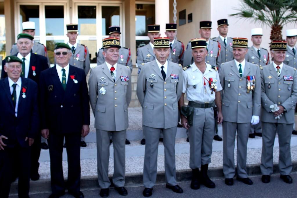 Les récipiendaires avec les généraux et le chef de corps