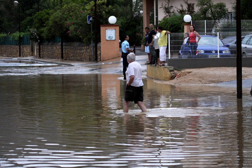 Les rues de Calvi envahies par les eaux