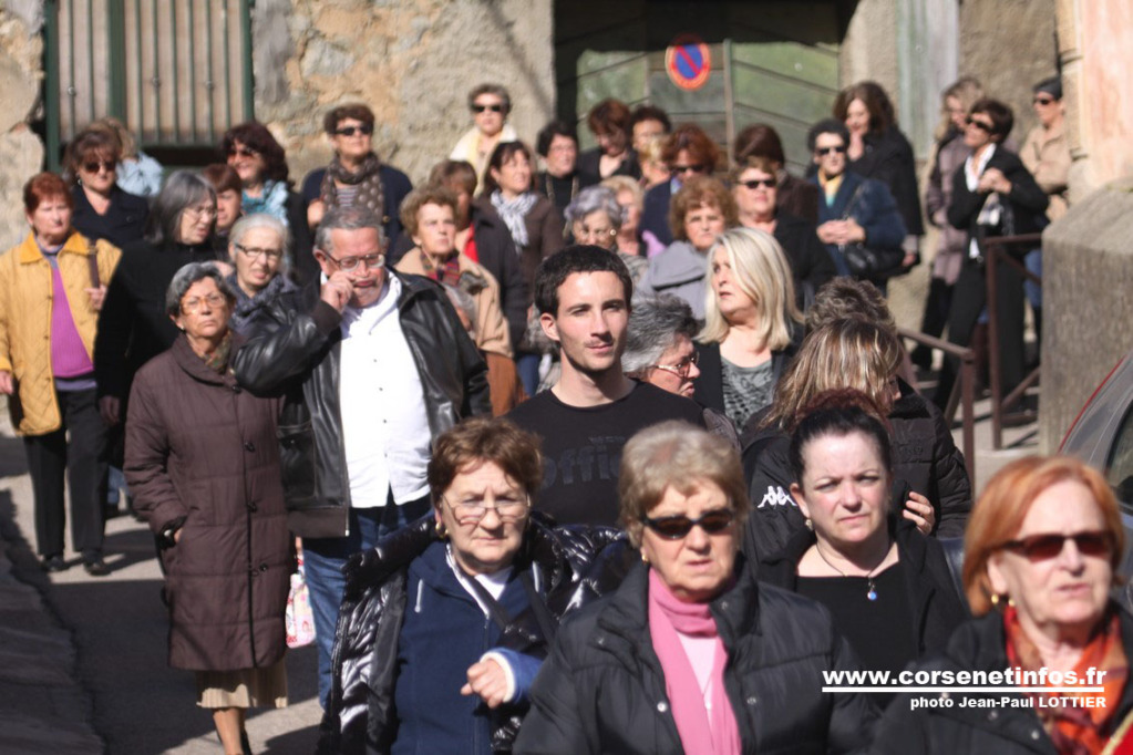 Les fidèles en procession