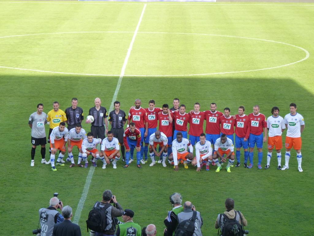 Les deux équipes avant le match
