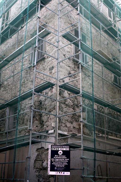 Un des immeubles de la rue Napoléon en voie de réhabilitation